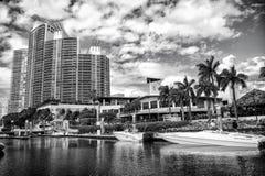 Widok luksusowe łodzie i jacht dokujący w Miami południu Wyrzucać na brzeg Marina Zasięg życia pojęcie mieszkań nieruchomości dom obrazy royalty free