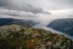 Widok Lysefjord fjord od falezy Preikestolen lub Prekestolen, Zdjęcia Royalty Free