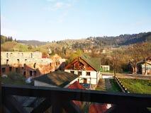 Widok mała wioska w górach Ukraina obrazy stock