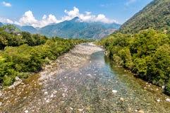 Widok Maggia rzeka, zaczynać sławna Maggia dolina w kantonie Ticino Szwajcaria Zdjęcia Stock
