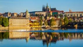 Widok Mala Strana i Praga kasztel nad Vltava Fotografia Stock
