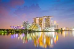 Widok Marina zatoka przy zmierzchem z Singapur śródmieściem Obraz Stock