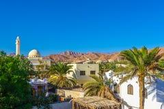 Widok meczet i domy przy stopą góry Synaj Zdjęcie Royalty Free