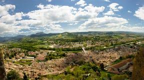Widok miasteczko grzebień w Drome, Francja fotografia royalty free