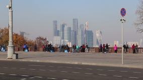 Widok miasto i kompleks drapacz chmur Moskwa miasto od Wróbliej Krwawej obserwacji wzgórzy lub Vorobyovy przegląda platforma zbiory wideo