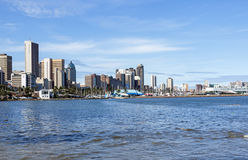 Widok miasto linia horyzontu od Durban schronienia Fotografia Stock
