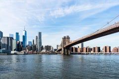 Widok Miasto Nowy Jork linia horyzontu i most brooklyński obraz stock