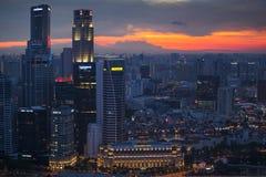 Widok miasto od dachowego Marina zatoki hotelu na Singapur Zdjęcie Stock