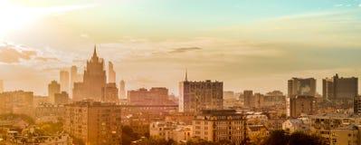 Widok miasto od wysokiego budynku, deszcz, słońce, Moscow miasto, Russia, Radzieccy budynki Zdjęcie Stock