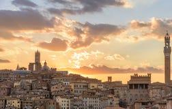 Widok miasto Siena przy zmierzchem Zdjęcia Stock