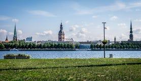 Widok miasto z różnorodnymi kościelnymi iglicami zdjęcie stock