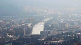 Widok miastowy krajobraz, smog, ekologia problem w dużym mieście zbiory
