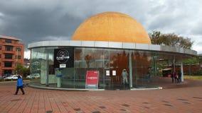 Widok Miejski planetarium lokalizować blisko parka matka fotografia stock