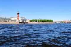 Widok mierzeja Vasilievsky rostralnie i wyspy kolumny Obrazy Stock