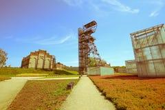Widok mineshaft w Katowickim mieście Polska, rocznika skutek obrazy stock
