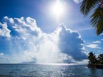 Widok Moorea wyspa od Międzykontynentalnego kurortu i zdroju hotelu w Papeete, Tahiti, Francuski Polynesia Zdjęcia Royalty Free