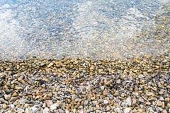 Widok morze i kamienie w pięknej plaży w wyspie Patmos, Grecja w lato czasie zdjęcie stock