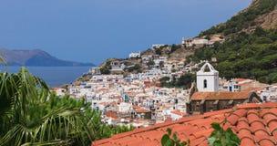 Widok morze i miasteczko. Fotografia Stock