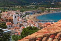 Widok morze i miasteczko. Hiszpania Obrazy Royalty Free