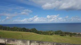 Widok morze od łupu w llandulas Zdjęcia Stock