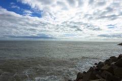 Widok morze z chmurami przy Cadiz, Hiszpania w Andalusia Campo Del Sura fotografia stock