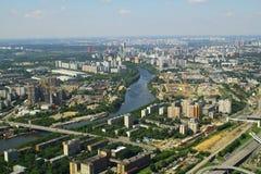 Widok Moskva rzeka i mieszkaniowi domy od Moskwa zawody międzynarodowi centrum biznesu Obraz Stock