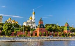 Widok Moskwa Kremlin nad rzeką Zdjęcia Stock