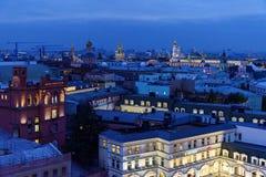 Widok Moskwa przy nocą od obserwacja pokładu dziecka ` s świat Rosja Zdjęcia Royalty Free