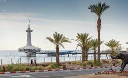 Widok na Aqaba zatoce morskim podwodnym obserwatorium i, Eilat, Izrael obraz stock