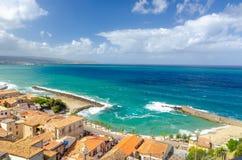 Widok na błękitnym morzu od Pizzo, Calabria, Włochy Zdjęcie Royalty Free