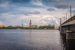 Widok na Daugava rzece Ryskim linia horyzontu i obrazy stock