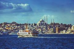 Widok na dziejowej części Istanbuł z nim ` s meczety i Eminonu bulwar Obraz Royalty Free