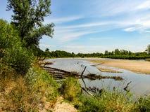 Widok na dzikim Vistula brzeg rzeki w Jozefow blisko Warszawa w Polska obrazy stock