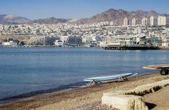 Widok na Eilat od piaskowatej plaży, Izrael Fotografia Stock