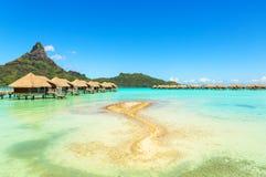 Widok na górze Otemanu przez turkusowej laguny i overwater babeczki Obrazy Royalty Free