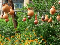 Widok na glinianych garnków ogrodowej dekoraci fotografia stock