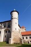 Widok na grodowym Nowy Wisnicz w Polska na tle niebieskie niebo Obrazy Stock