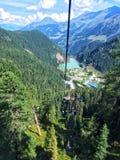 Widok na jeziorze w Uttendorf, Austria od wagonu kolei linowej zdjęcie stock
