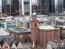 Widok na kościół w Frankfurt magistrala w Germany - Am - zdjęcie stock