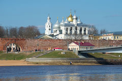 Widok na kopułach Novgorod Kremlin i cytadeli, pogodny Kwietnia dzień Zdjęcie Royalty Free