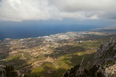 Widok na Kyrenia od St Hilarion kasztelu w Kyrenia, Północny Cypr Zdjęcie Royalty Free