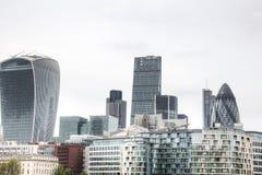 Widok na Londyńskiej linii horyzontu od Thames rzeki, Londyn, UK zdjęcie stock