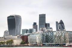 Widok na Londyńskiej linii horyzontu od Thames rzeki, Londyn, UK Fotografia Stock