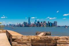 Widok na Manhattan Miasto Nowy Jork od swobody wyspy Obrazy Stock