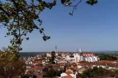 Widok na mieście Abrantes, z kościół São Vincente i wierza, Portugalia zdjęcia royalty free