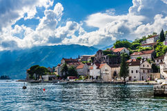 Widok na mieście, morza Perast i zatoka i Fotografia Stock