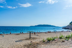 Widok na morzu i piasek wyrzucać na brzeg w Kamenovo, Montenegro Zdjęcie Royalty Free