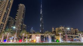 Widok na nowożytnych drapaczach chmur i ruchliwie wieczór timelapse drogowy hyperlapse w luksusowym Dubaj mieście, Dubaj śródmieś zdjęcie wideo