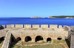 Widok na Nvarino zatoce wśrodku Neokastro fortecy Obraz Stock