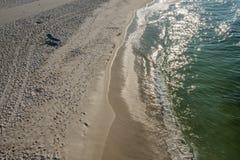 Widok Na Ocean Pusta plaża Zdjęcie Stock